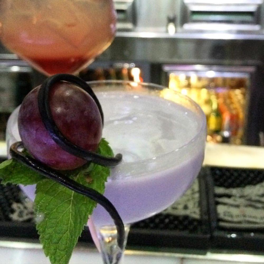 cocktail bianco con frutto