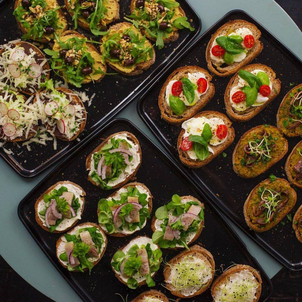 diversi tipi di cicchettini veneziani che si possono mangiare all'isola torino