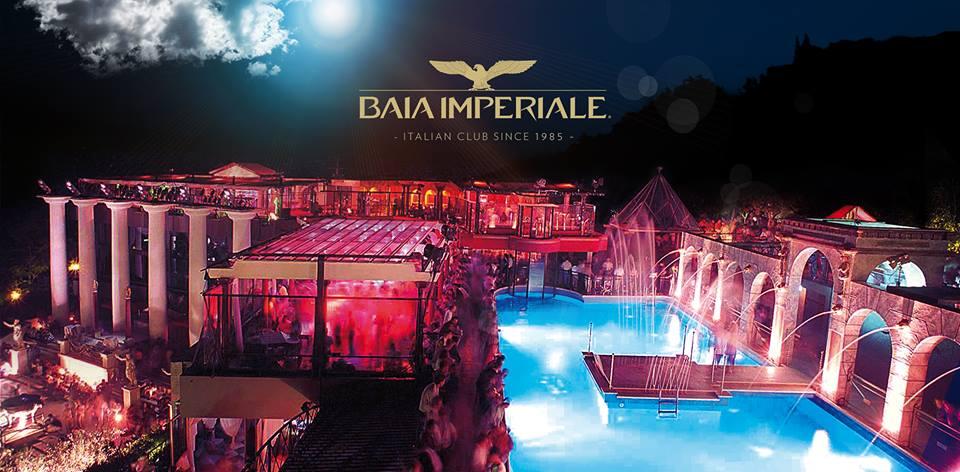 vista della baia imperiale riccione con piscina