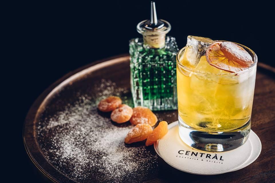 cocktail central torino con frutta disidratata