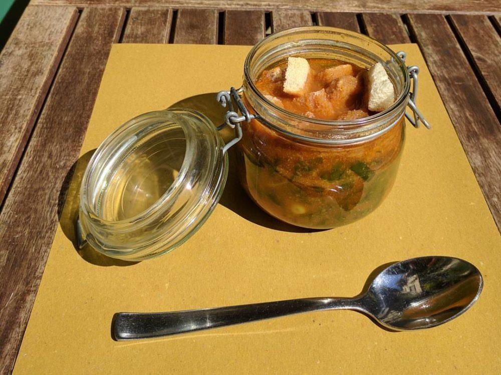 zuppa in barattolo di vetro