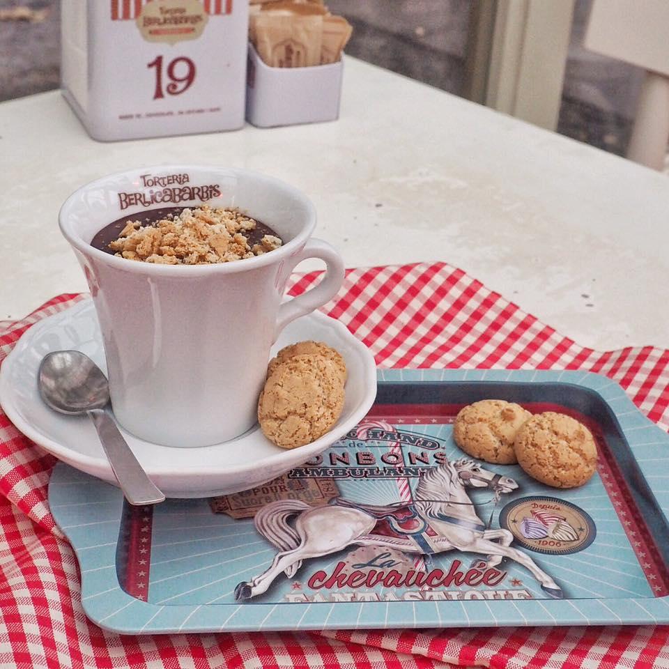 cioccolata calda e biscotti