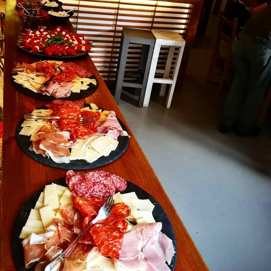 piatti di salumi e formaggi