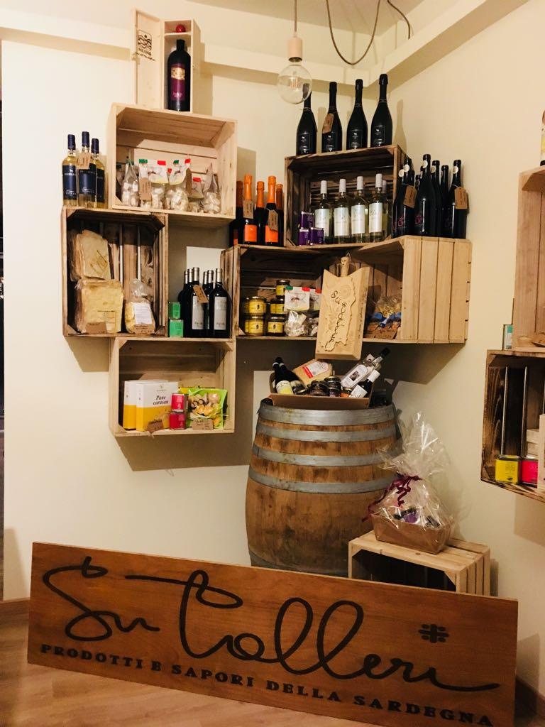 bottigli di vino sardo