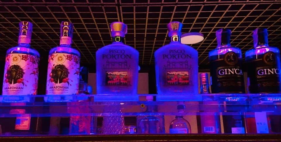 bottiglie di pisco e gin