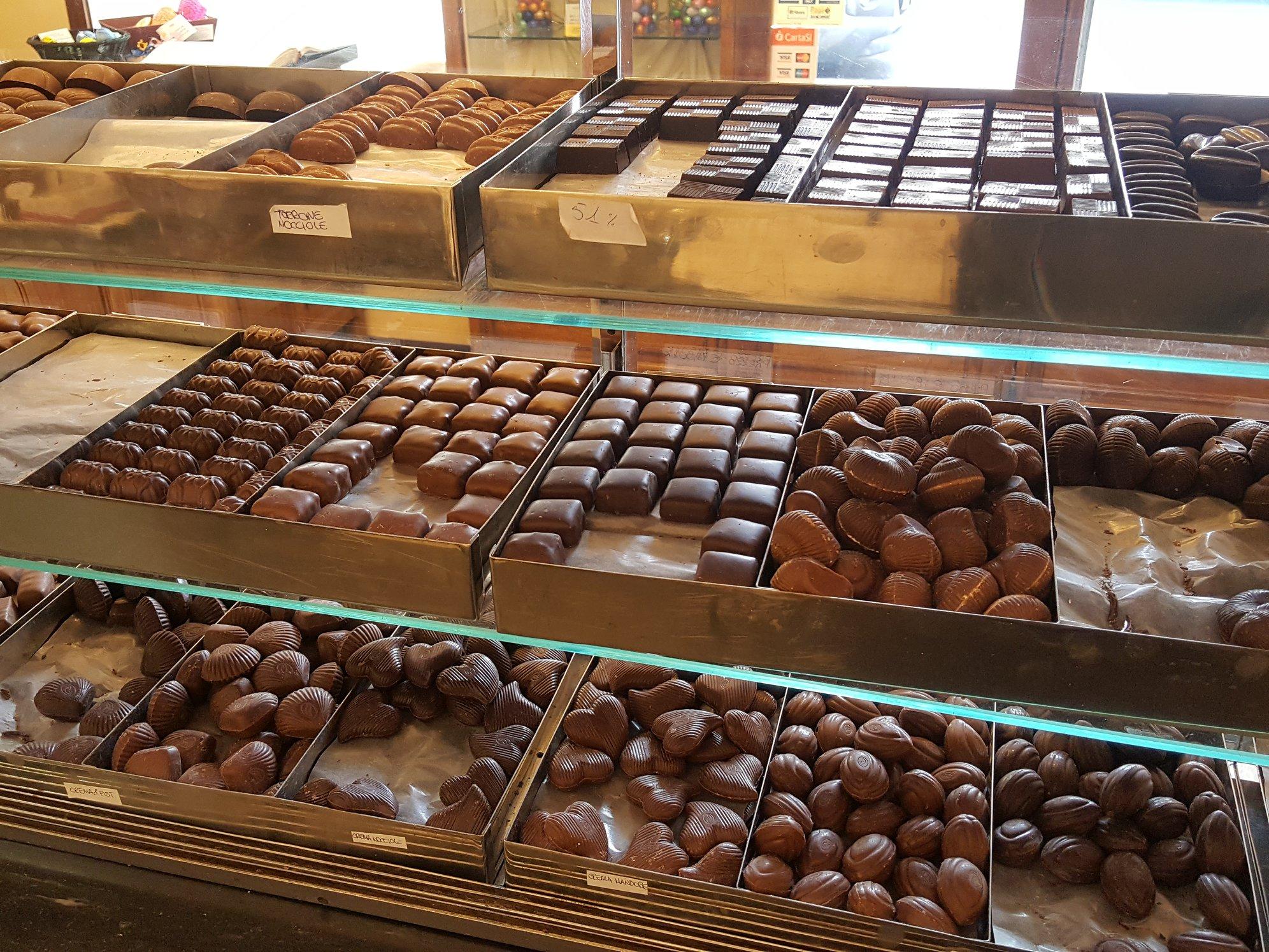 banco con cioccolatini