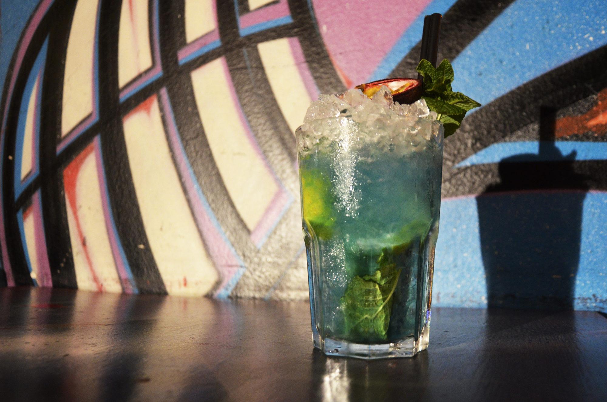 cocktail dal colore azzurro