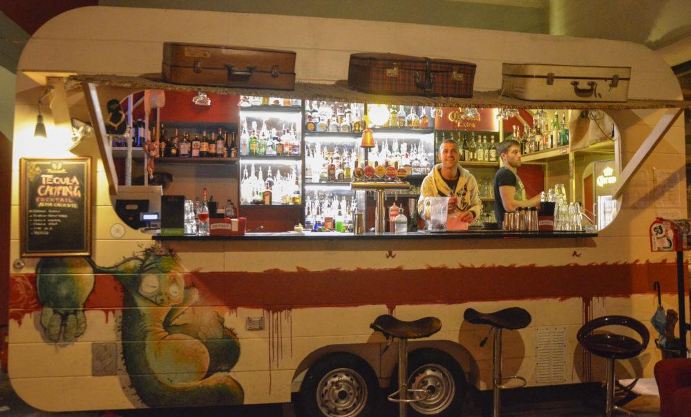 roulotte usata come bancone da bar