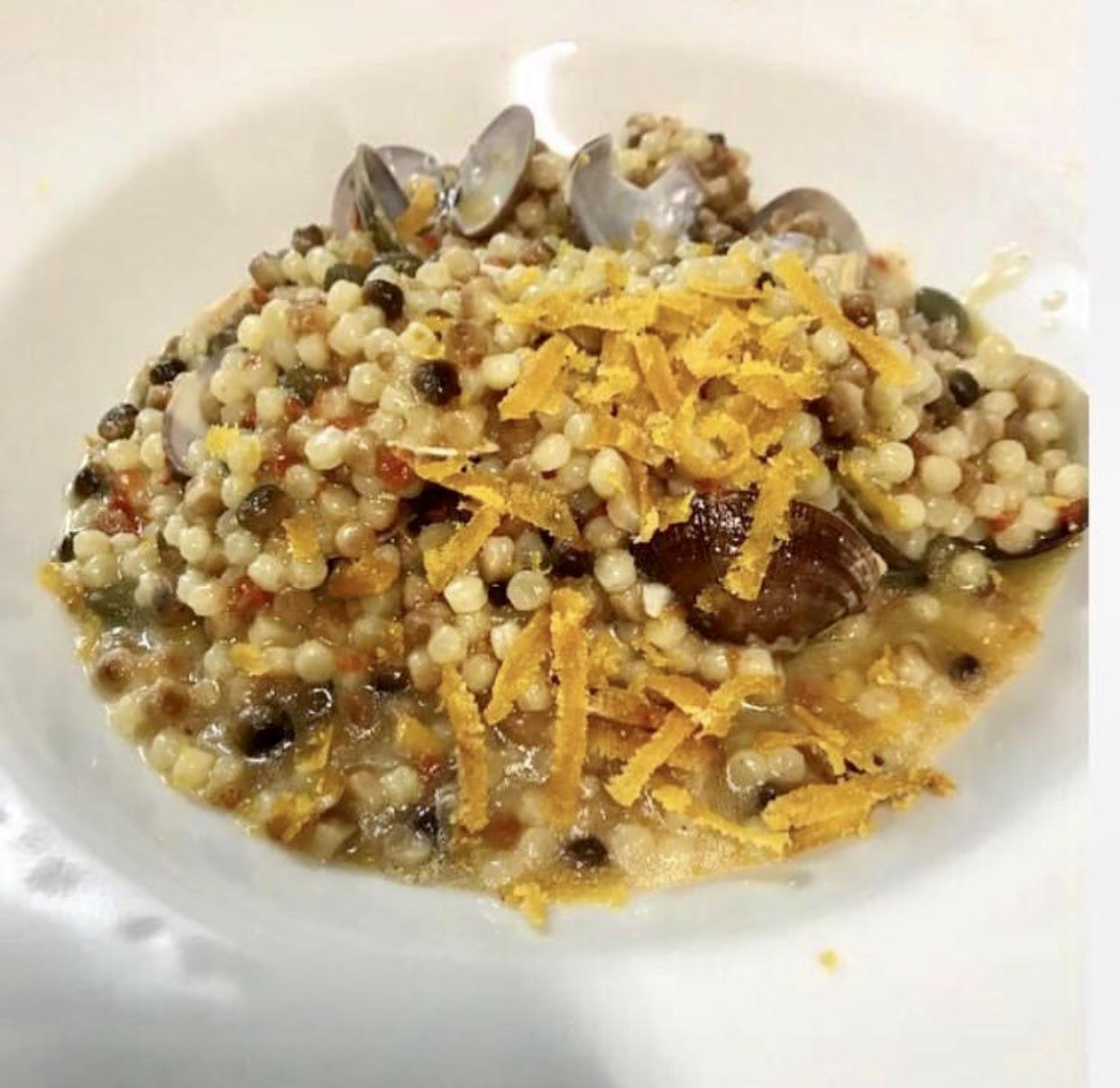 piatto di fregola con vongole