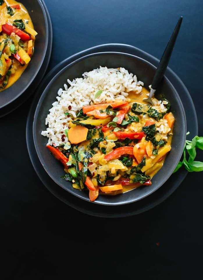 piatto di riso e verdure