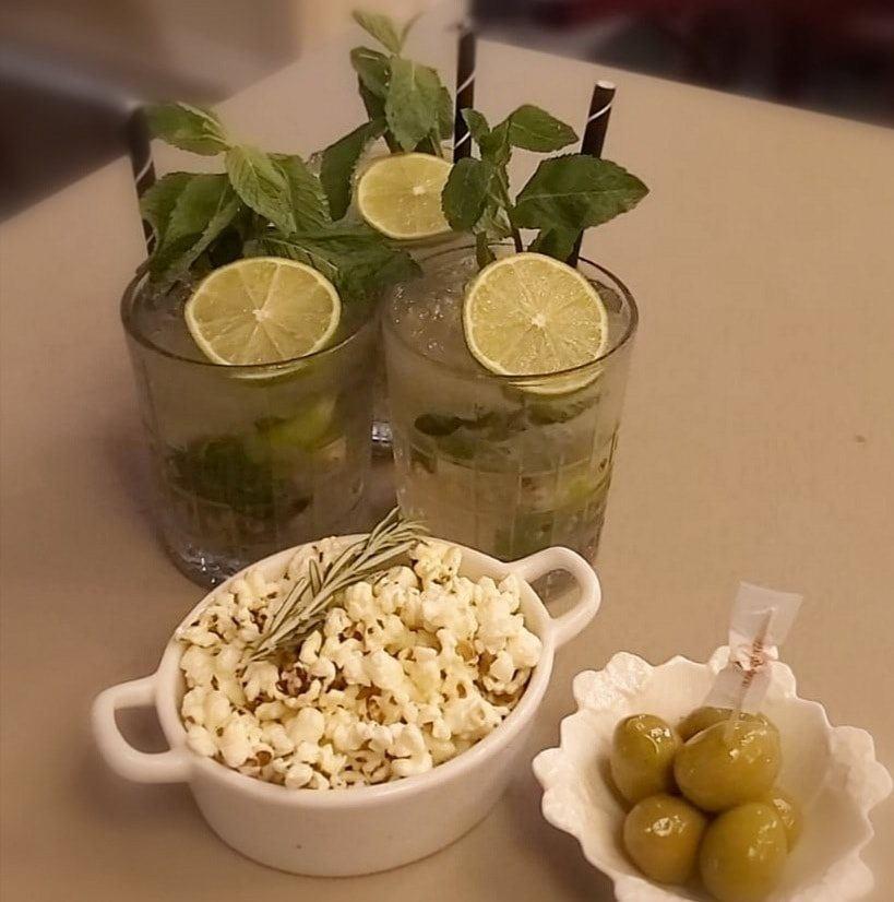 pop corn, olive verdi e 3 mojito