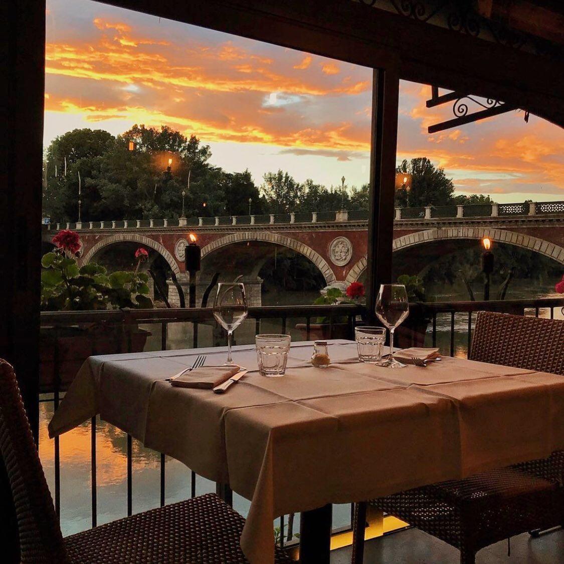 terrazza del ristorante sul fiume po